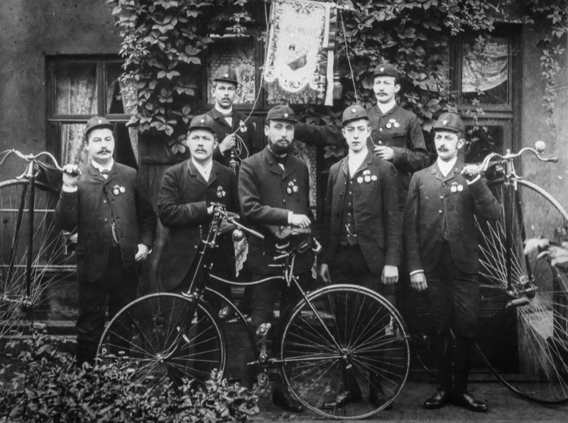 Der Vorstand des Altonaer Bicycle-Clubs um 1890 (Quelle: http://www.altonaer-bicycle-club.de / Altonaer Museum)